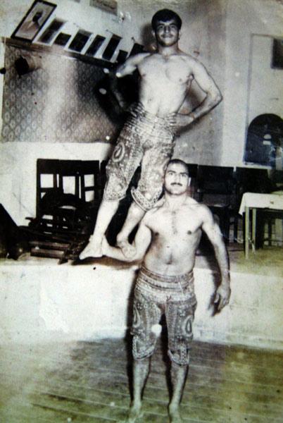 عکس ورزش باستانی . ورزشکار قدیمی . ورزش باستانی . ورزشکار . قدیم . عکس قدیمی . عکس ورزشکاران قدیم